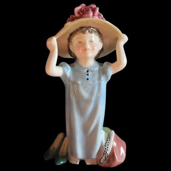 Royal Doulton Figurine Make Believe HN 2225
