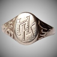 "19th Century decorative Victorian Signet Ring ""HK"""