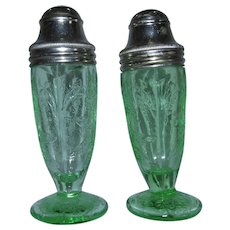 Jeannette Floral Poinsettia Tipsy Green Depression Glass Salt Pepper Shakers