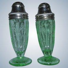 Jeannette Floral Poinsettia Tipsy Green Depression Glass Salt Pepper Shakers
