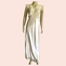 1930's Light Pink Bias Cut Nightgown / Negligee With Lace