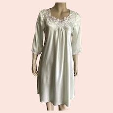 Vintage Mint Green Oscar De La Renta Polyester Nightgown