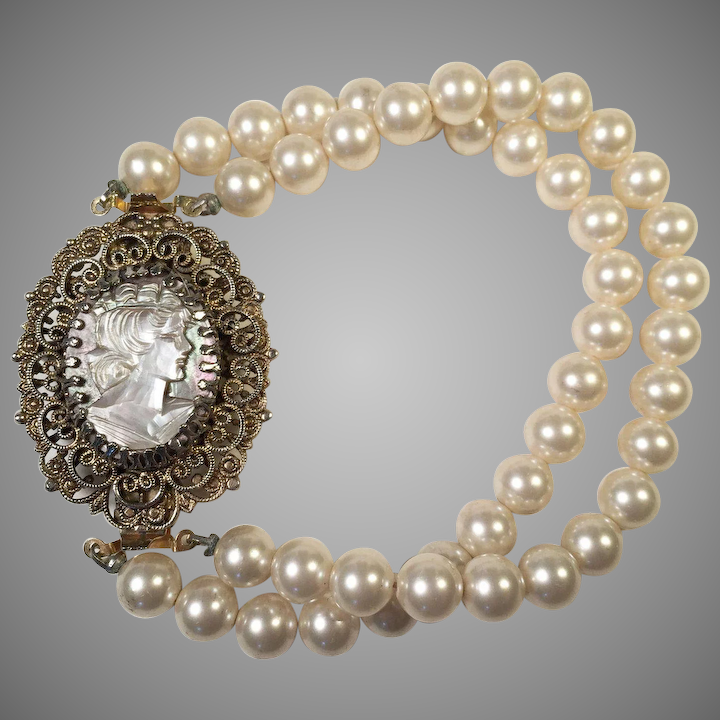 d35a33538c30e Vintage Faux Pearl Bracelet With Mother Of Pearl Cameo