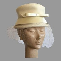 Vintage Winter White Wool Felt Hat With Satin Trim & Veil