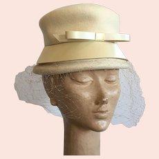 Vintage Winter White Wool Felt Hat With Satin Trim & Veil