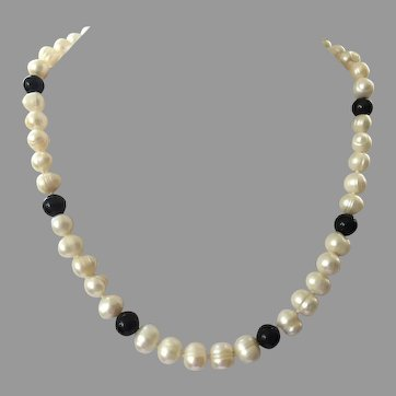 Cultured Freshwater Pearl & Black Onyx Bead Necklace