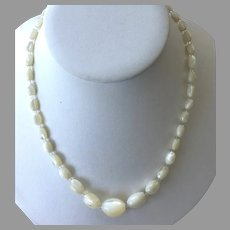 Vintage Mother-Of-Pearl Graduated Beaded Necklace