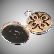 Swedish solid silver pendant Vinaigrette. Hallmarked for Sweden, maker EJG, early 1800s. With original sponge!