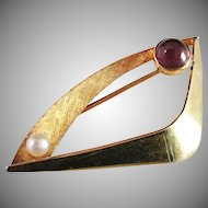 18K Gold Vintage 1966 Heribert Engelbert for Stigbert Brooch. Rare and Excellent.