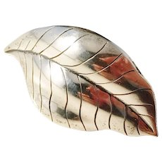 Kaplan, Stockholm year 1959 Solid Silver Hand Hammered Pin Brooch.
