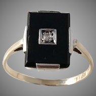 Nordiska Juvelaktiebolaget, Stockholm year 1932 Art Deco 18k Gold Onyx Diamond Ring.