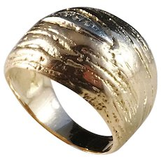 N Westerback, Finland year 1972 Modernist Organic 18k Gold Diamond Dome Ring. 9.4 gram. Excellent.