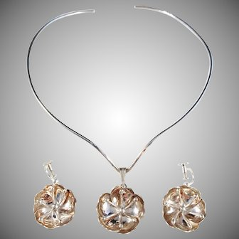 Peter Von Post, Stockholm year 1975 Sterling Silver Set of Choker Pendant Necklace and Earrings.