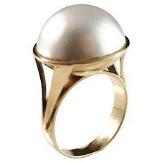 Bertil Lundberg, Stockholm year 1965, 18k Gold Mabe Pearl Ring. 8.8gram
