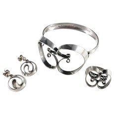 Erik Granit, Finland year 1972 Modernist Set of Bracelet, Ring and Earrings. Sterling Silver.