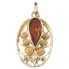 G Dahlgren, Sweden year 1920 Art Nouveau 18k Gold Citrine Small Pendant.