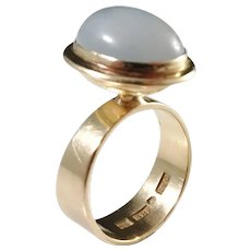 Atelje Oscar, Stockholm year 1968 Modernist 18k Gold Moonstone Ring.