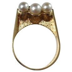 Ateljé Stigbert Stockholm year 1967 Modernist 18k Gold Cultured Pearl Ring. Signed. Excellent.