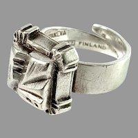 Pentti Sarpaneva, Finland 1972. Vintage Modernist Solid Silver Ring. Signed