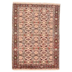 Fine Vintage Persian Heriz Rug Wool Circa 1970, SIZE: 4'11'' x 6'9''