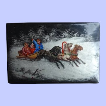 Attractive Russian Hand Painted Snuff Box