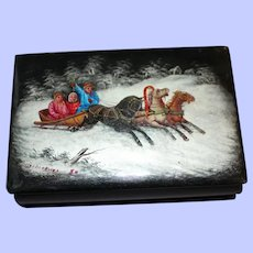 An Attractive Early 20th Century Painted Russian Snuff Box