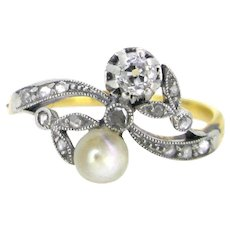 Edwardian Toi et Moi crossover natural pearl diamonds ring, 18kt gold and platinum, circa 1910