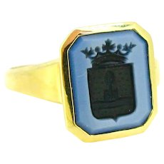 Vintage Family Crest Agate Intaglio Signet Ring, 18kt gold, mid 20th century