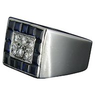 An Amazing French geometric sapphires and diamonds ring, 18kt white gold and platinum.