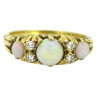 Victorian Style 3 opals and diamonds ring, 18kt yellow gold