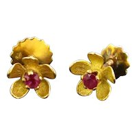 Rubies Flowers Studs Earrings, 18kt Yellow Gold, circa 1970