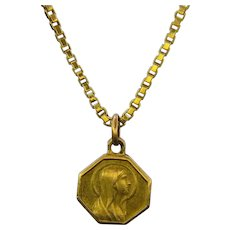 Art Deco Saint Religious Medal Pendant, France, 18k yellow gold, circa 1925