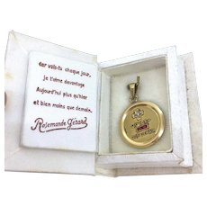 """Plus qu'hier moins que demain"" Augis Medal in its box, 18kt yellow gold, France"