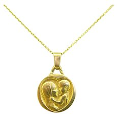 Virgin with the Child Religious Medal Pendant, France, 18kt gold, circa 1920