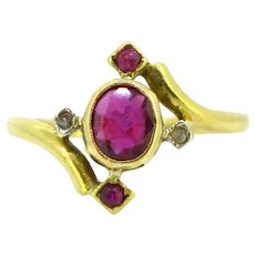 Antique Art nouveau Ruby and Rose cut Diamonds Ring, 18kt gold and platinum, France, circa 1910
