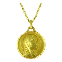 Vintage Religious Virgin Medal Pendant, 18kt yellow gold, Lasserre and Augis, France circa 1950