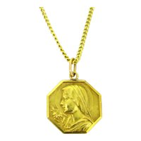 Art Deco Saint Religious Medal Pendant by Tschudin, 18kt Yellow Gold, France, circa 1935