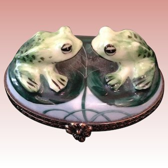 Limoge twin frogs box,
