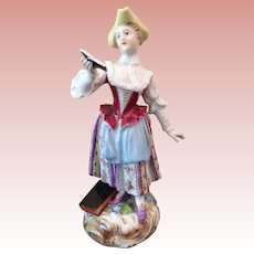 Early Royal Veinna girl Reading a book figure