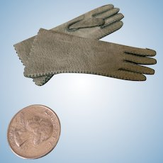 Antique green gloves for French Fashion