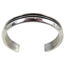 Navajo – Johnny Mike Begay Sterling Silver Ribbed Bracelet