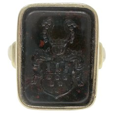 Very Interesting 8K Yellow Gold Intaglio Bloodstone Family Crest Ring