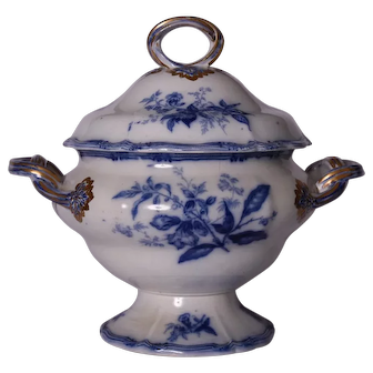 A large Victorian blue and white transferware tureen