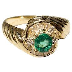 Lovely Emerald Diamond Ring 18K - Surrounding Baguettes - Swirling Fluted