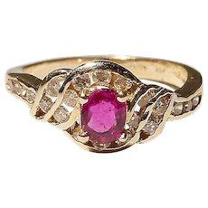 Lovely Ruby Diamond Ring 14K Y-Gold - Vintage 70's