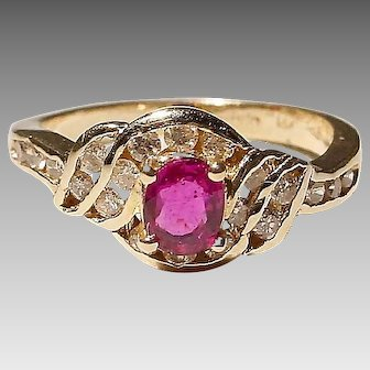 Lovely Ruby Diamond Ring 14K Y-Gold - Vintage 70's