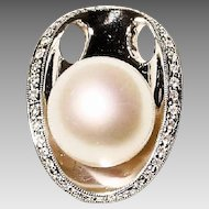 Brimming South Sea Pearl Diamond Pendant 18 KT W-Gold - Classy & Modern - 13 MM