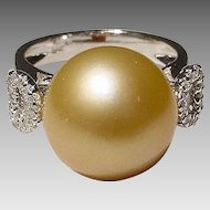 Heart-Knotted Diamonds Rich Golden South Sea Pearl Ring 18KT W-Gold - Excellent Pearl 13 MM - Vintage 70's