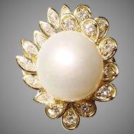 Feminine Glamorous South Sea Pearl Diamond Ring 18 KT Y-Gold 15 MM - Vintage 1970's