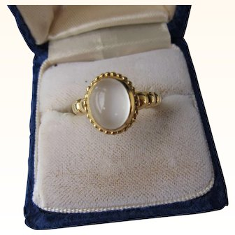 Vintage 18 kt. Gold Moonstone Ring         C.1960